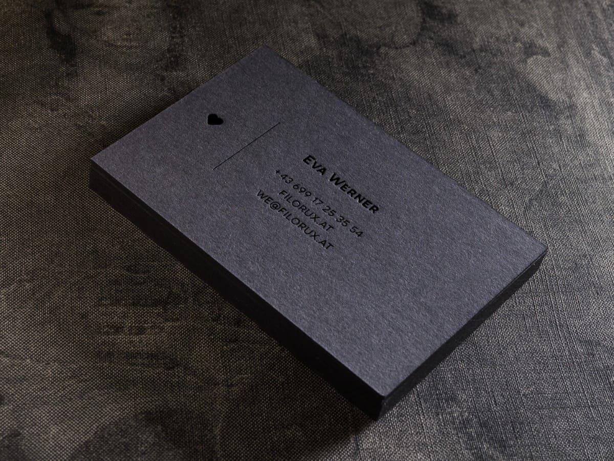 黑色優雅風格的名片設計