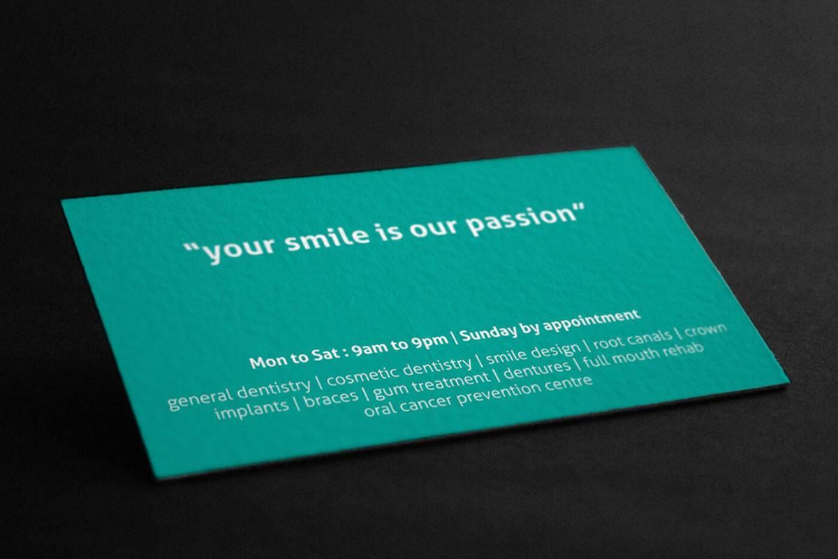 綠色的高品質牙醫診所名片設計