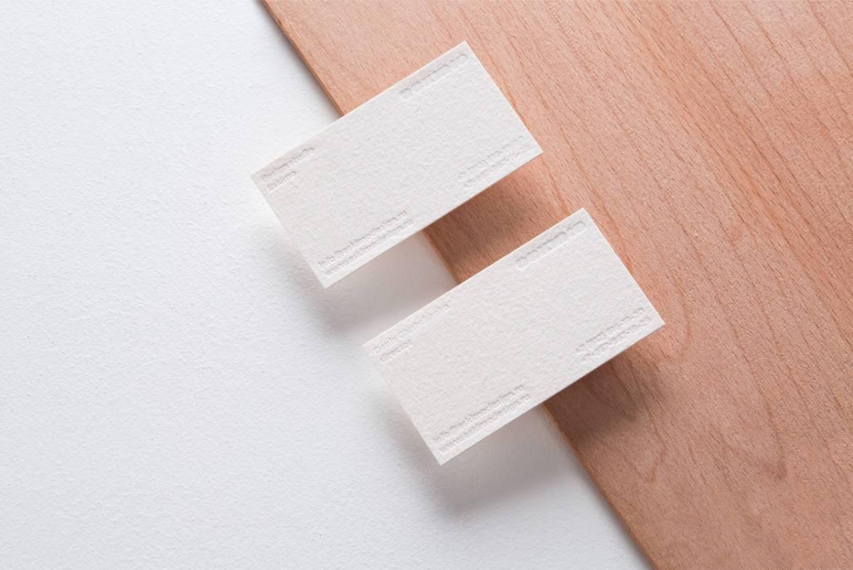 現代感及簡潔風格的名片設計,這樣的設計方式是不是很典雅呢!