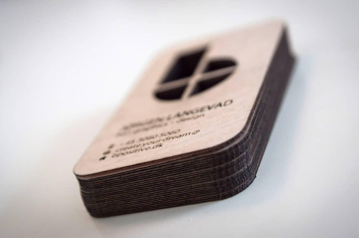 木頭材質的名片設計